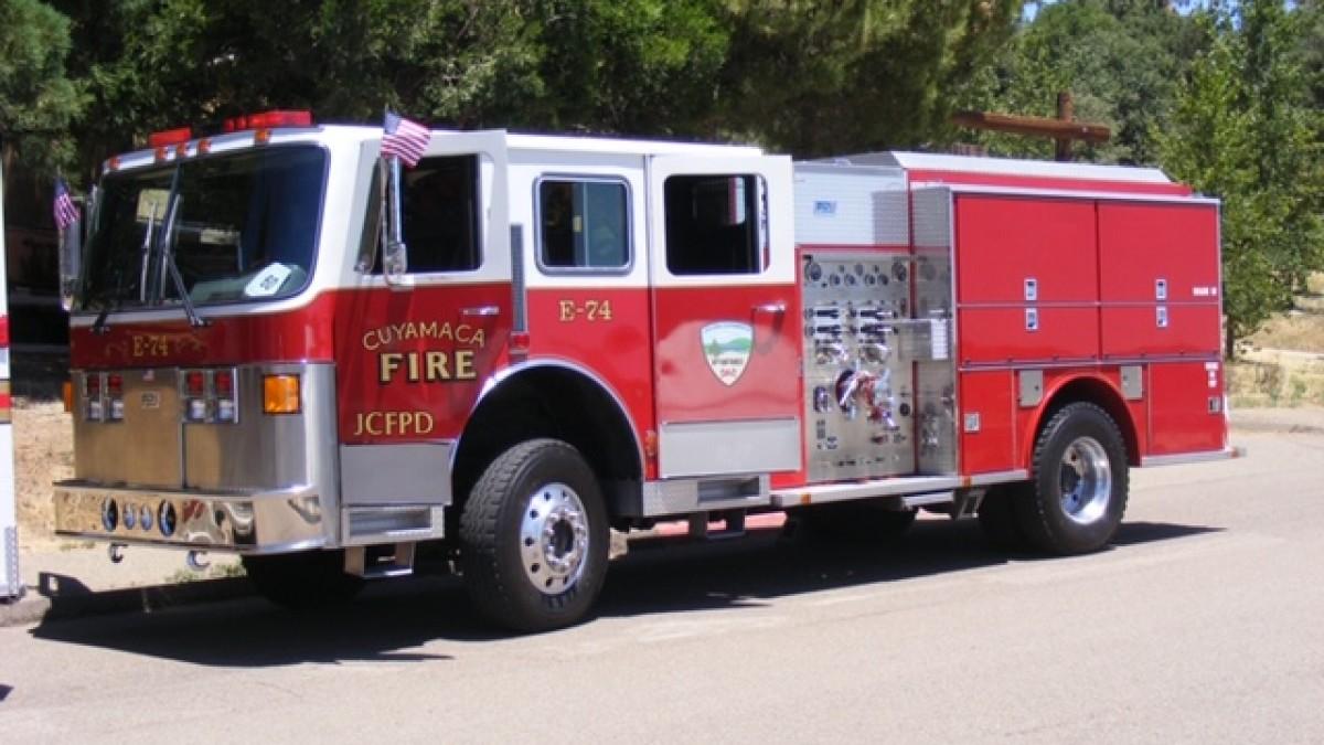 消防車と母子